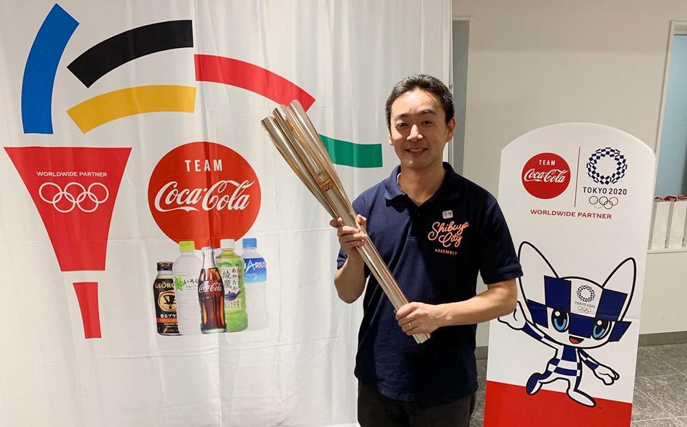 10月3日 東京2020オリンピック(五輪)聖火リレートーチイベントが10月3日に渋谷区役所で行われ、聖火トーチが展示されました。